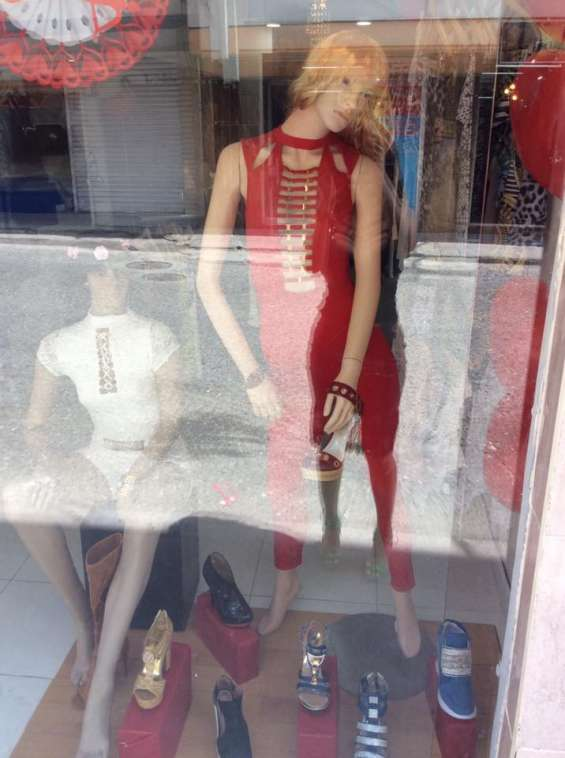 Exclusiva's boutique