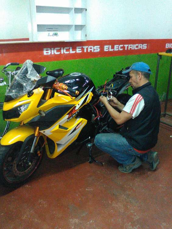 Mecanico de motos electricas