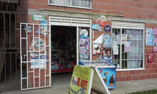 Se vende local como nuevo sobre avenida principal san sebastian