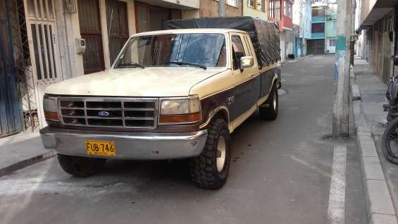 Camioneta ford 150 xlt lariat modelo 1982 cabina y media