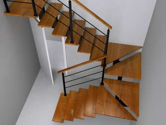 Escaleras metálicas en forma recta o de caracol