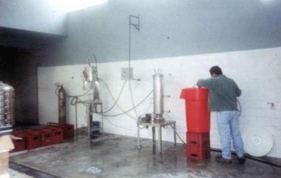 Maquina llenadora de bebidas con y sin gas y cerveza