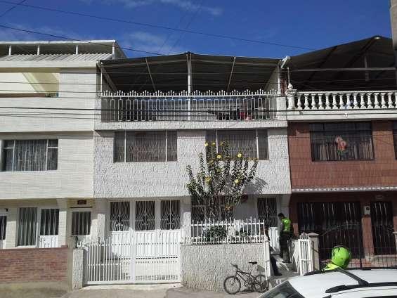 Vendo casa 3 pisos con 4 apartamentos independientes, barrio leon xiii soacha