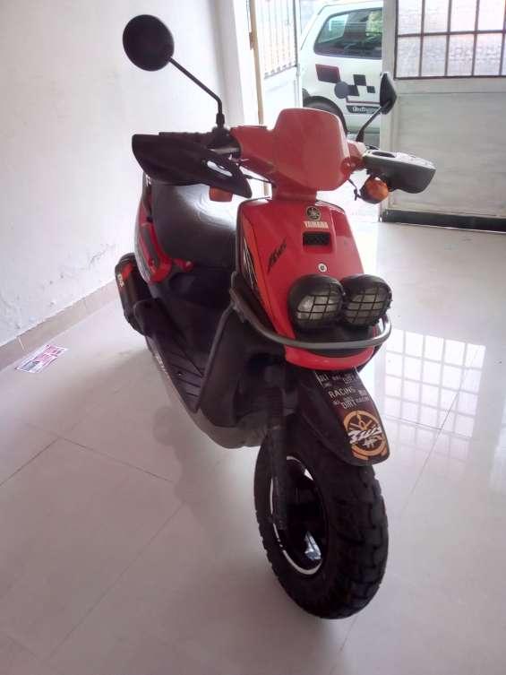 Vendo moto bwis 1 en buen estado 2005 economica
