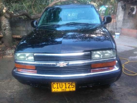 Vendo camioneta chevrolet blazer 1998 color negra